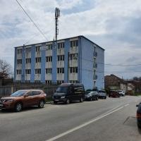 Proprietate imobiliară formată dintr-un lot de teren şi 2 cladiri situată în Tarnaveni, str. Școlii, nr. 1
