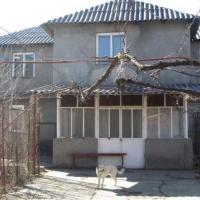 Clădire de birouri P+1, în suprafață de 110 mp și teren intravilan  în suprafață de 192 mp, situate în Călărași, str. București, nr. 356 bis
