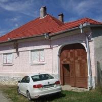 Teren și casă familială situată în localitatea Poiana Sibiului, strada Arini, nr. 683, județul Sibiu.